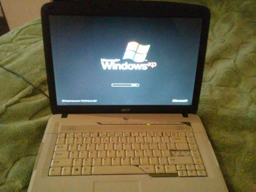 Продаю старый ноутбук Acer